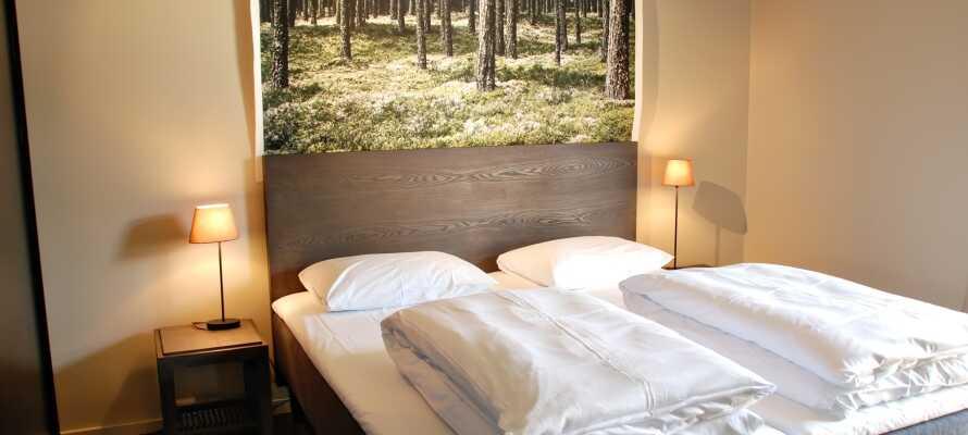 Dere blir innkvartert på smakfulle rom med moderne design inspirert av den omkringliggende naturen.