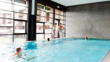 Här kan ni ta ett dopp och simtur i hotellets inomhuspool.