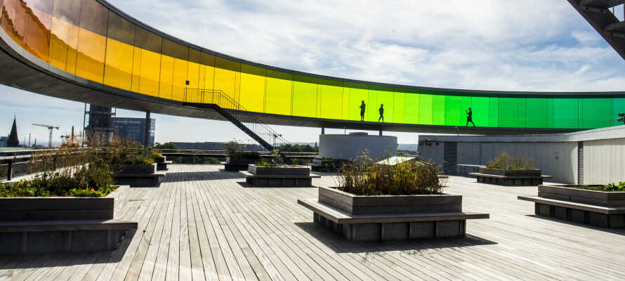 Med Aros Kunstmuseum og de mange lokale kunstnere er Århus international anerkendt for sin kunstscene.