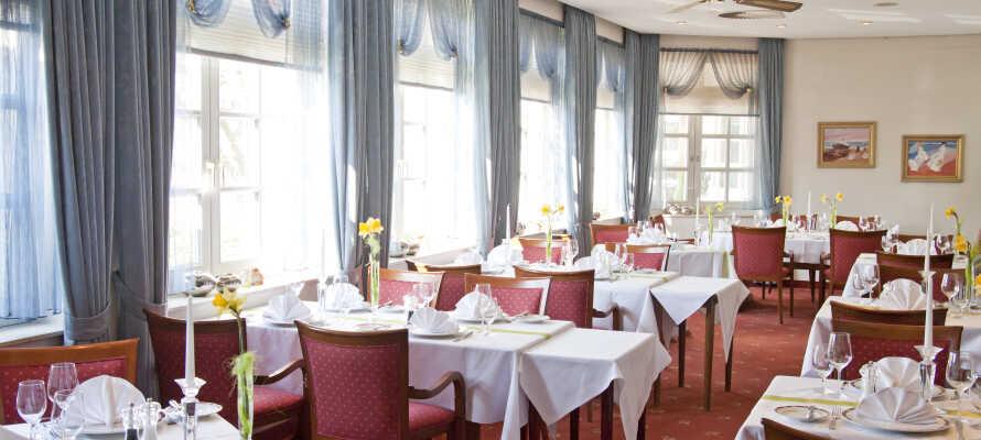 Hotellets indbydende restaurant, 'Victorian', byder på regionale og internationale retter.