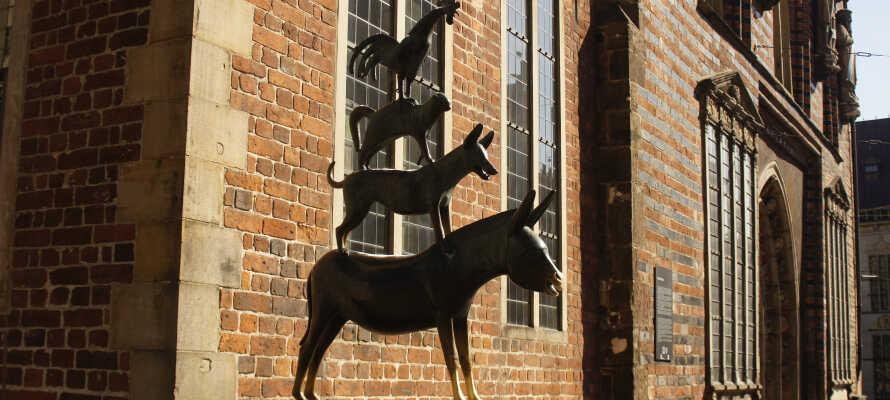 Med Bremen så tæt på, er det oplagt at hilse på de berømte bymusikere fra Brødrene Grimm-eventyret.