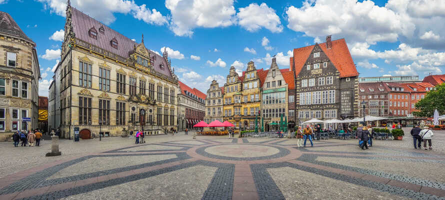 Udforsk de mange seværdigheder omkring Bremens hovedtorv med rådhuset.