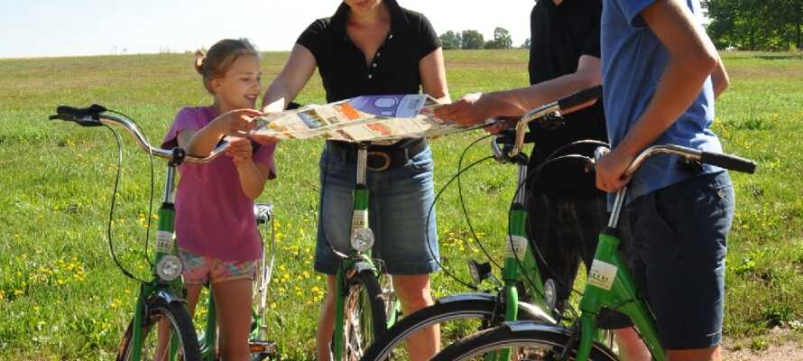 Fra hotellet kan I nemt tage på forskellige cykelture, der tager jer igennem den indbydende natur.