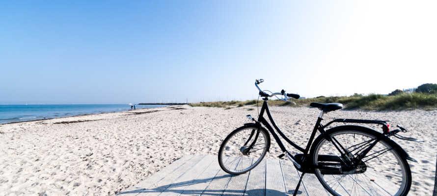 Hotel Allinge ligger endast ca 400 meter från Næs Strand med sin fina vita sandstrand.