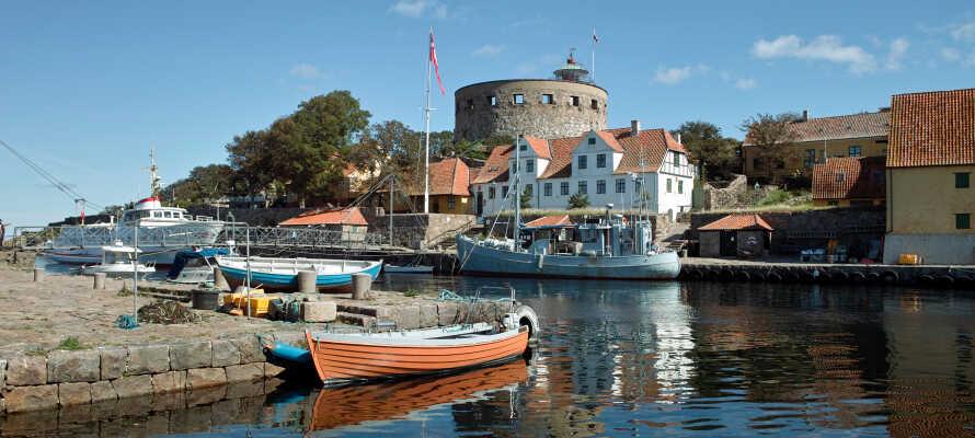 Tag på udflugt til Christiansø i Danmarks eneste skærgård, Ertholmene. Se fæstningen og nyd den rolige natur på øen.