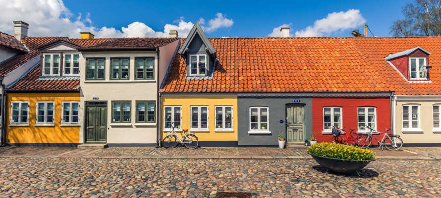 Kjør inn i Odense og besøk H.C. Andersens hus, Eventyrhage eller en av byens mange naturlige og kulturelle perler