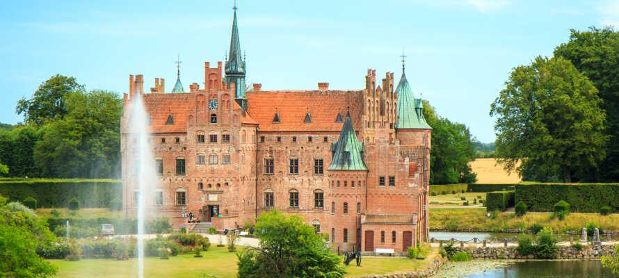 Tag på udflugt og oplev Fyns mest populære seværdighed, Egeskov Slot.