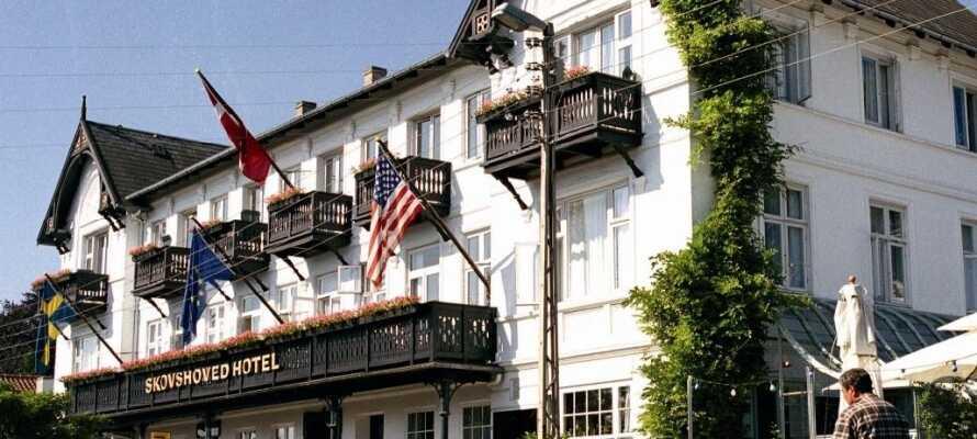 Skovshoved Hotel tilbyder et dejligt ophold i skønne omgivelser på Strandvejen nord for København.