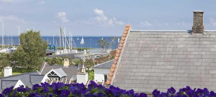 Udsigten over Øresund er et af hotellets forcer, og der er heller ikke lang til den hyggelige Skovshoved Havn