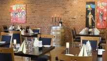 Hotellets restaurang bjuder in till trevliga middagar
