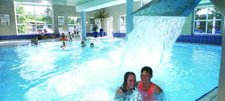 Hotel Kommandørgården har indendørs pool, som har åbent hele året samt en udendørs pool, der kan benyttes om sommeren.
