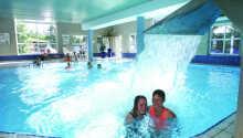 Der er lagt op til badesjov med swimmingpools og vandrutsjebaner