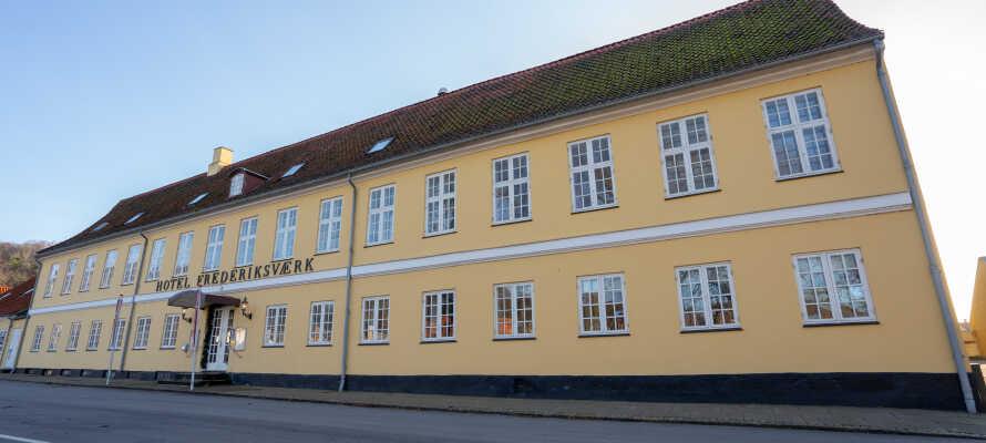 Hotellet ligger centralt i Frederiksværk og er et godt udgangspunkt for oplevelser i Nordsjælland
