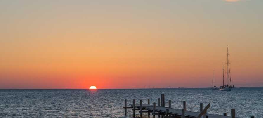 Bakenkop har en idyllisk atmosfär i hamnen och här kan ni njuta av solnedgången