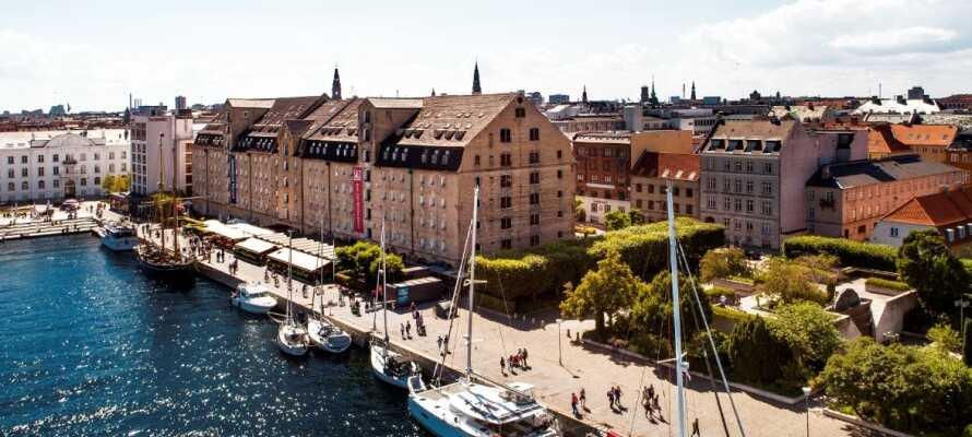 Åk på en storstadssemester och bo på ett läckert hotell i Köpenhamns inre hamn.