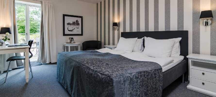 På hotellet bliver I indkvarteret i lyse og moderne værelser, som er en god base for en oplevelsesrig miniferie.
