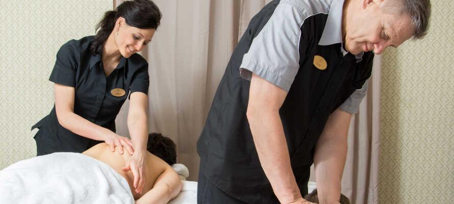 Forkæl jer selv med massage eller spa behandlinger i hotellets wellnessafdeling.