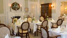 Avnjut god mat och dryck i hotellets trevliga restaurang