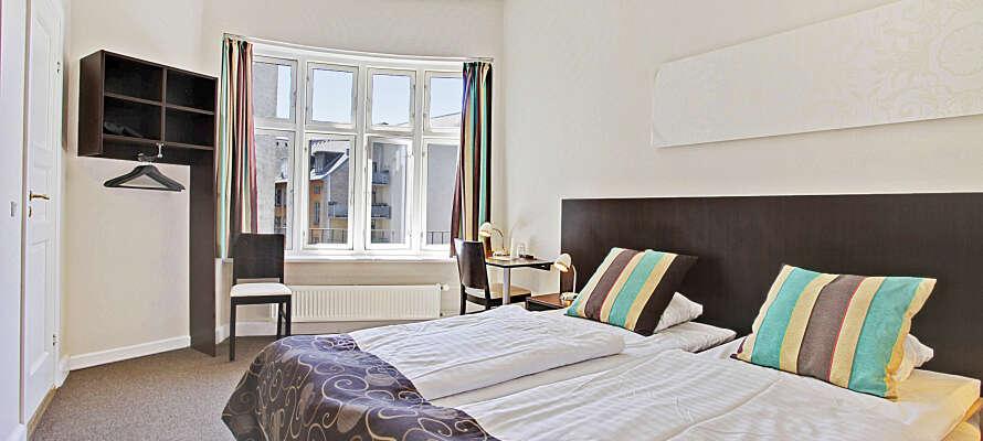 I kommer til at bo på et af hotellets flotte superiorværelser, som tilbyder god plads og komfort under opholdet.