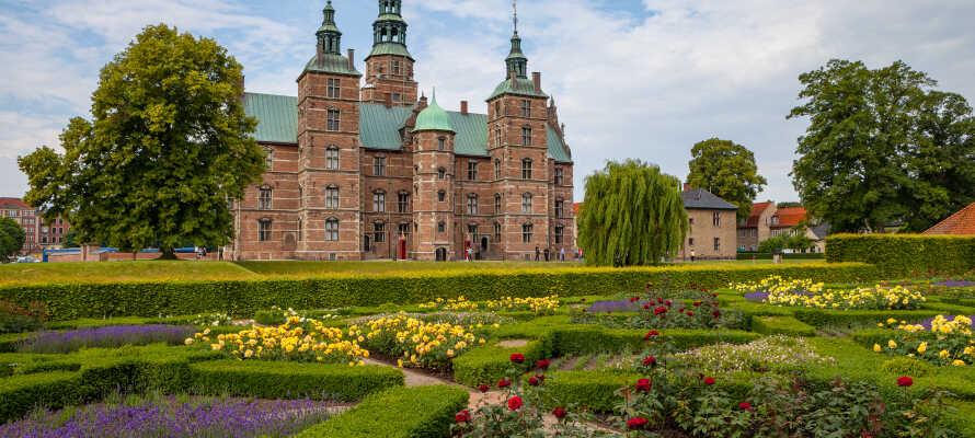 Spazieren Sie durch den Kongens Have - Kopenhagens grüne Oase, nur wenige Schritte vom Hotel entfernt.
