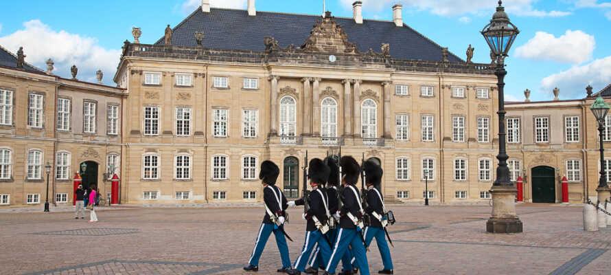 Erleben Sie großartige Sehenswürdigkeiten wie den Wachwechsel im schönen Amalienborg.