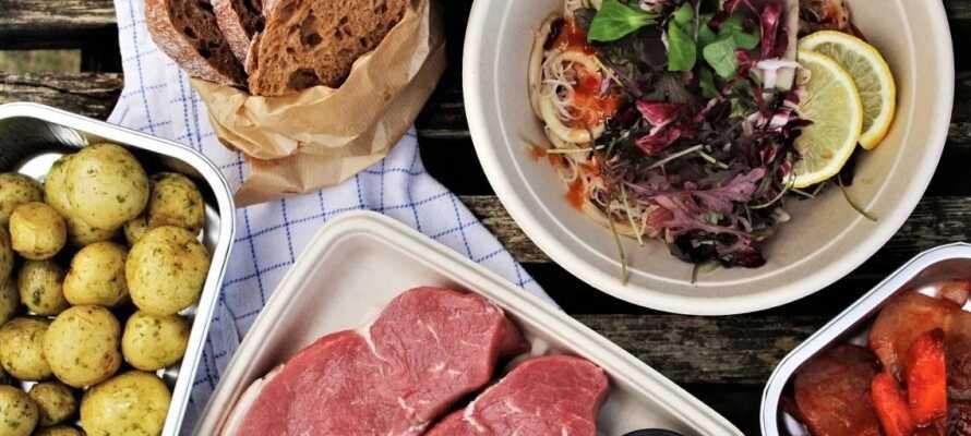 Spis fantastisk mat in en av Fredrikhavns eldste bygninger, nå omgjort til restaurant.