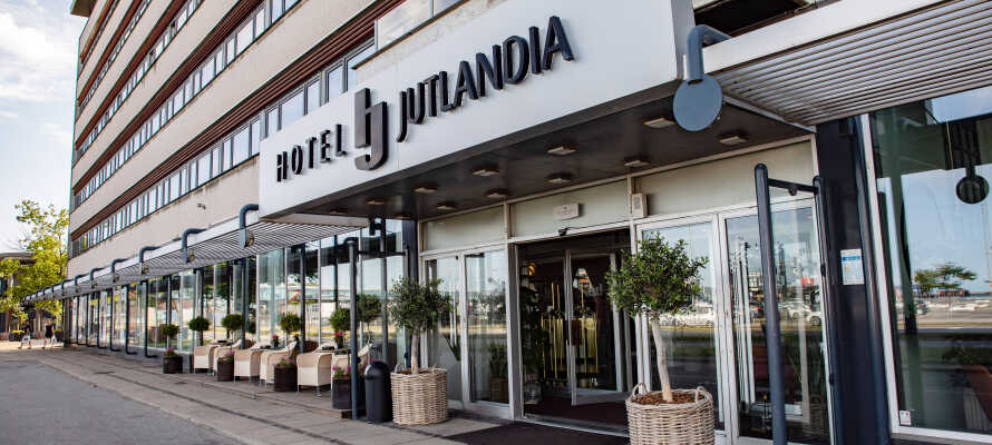 Hotel Jutlandia er et hyggelig familiedrevet hotell med god service og en herlig atmosfære.