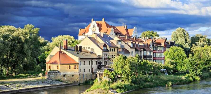 Regensburg ligger vackert beläget vid Donau och här kan ni bege er ut på en en segeltur.