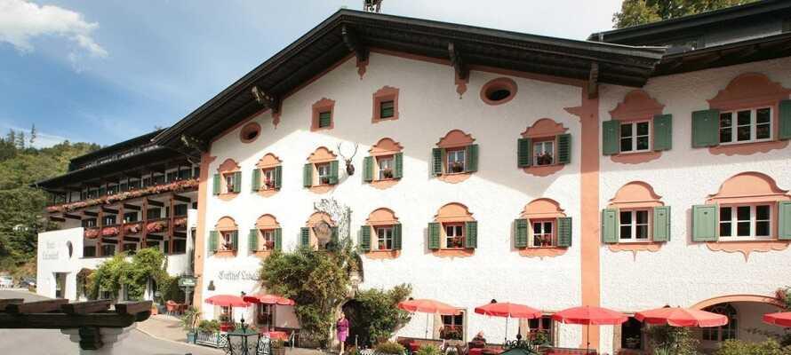 Ni bor på ett traditionellt österrikiskt hotell med trevlig stämning.