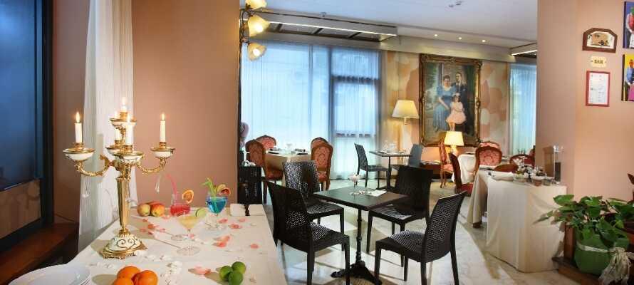 Hotellets restaurant byder både på dejlig morgenmad samt lokale italienske aftenretter.