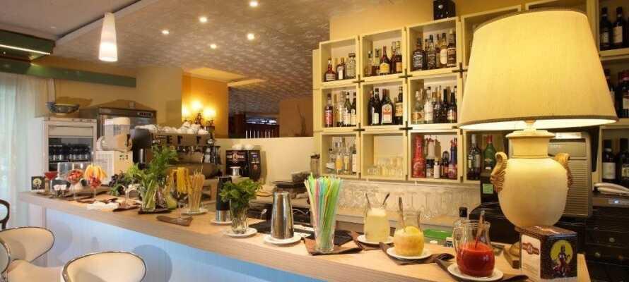 I hotellets hyggelige bar/lounge kan I nyde atmosfæren og hinandens selskab over en tiltrængt forfriskning.