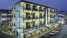 La tiden stå stille i hotellets elegante omgivelser og slapp av i det delikate innendørs svømmebassenget eller nyt en tur i spabadet.
