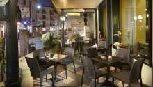 Hotellets restaurant ligger i en forlengelse av bassengområdet og byr både på en herlig frokost samt lokale italienske retter til middag.