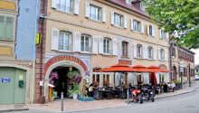 Hotel Au Lion d'Or ligger i Alsace i den lille romantiske by La Petite Pierre.