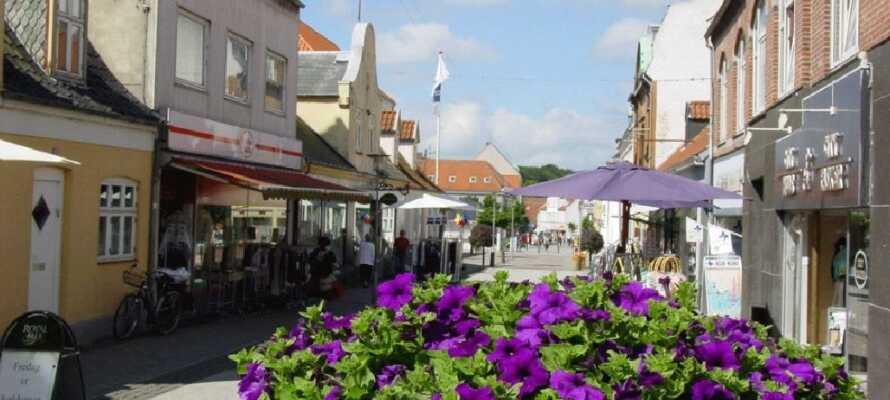 Dere tar ferjen til Femø fra Lolland, så hvorfor ikke også ta et stopp i handelsbyen Maribo.
