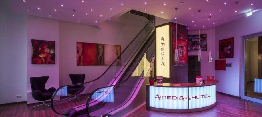 Dette moderne 4-stjerners hotellet tilbyr en perfekt beliggenhet på shoppingboulevarden Kurfürstendamm midt i Berlin.