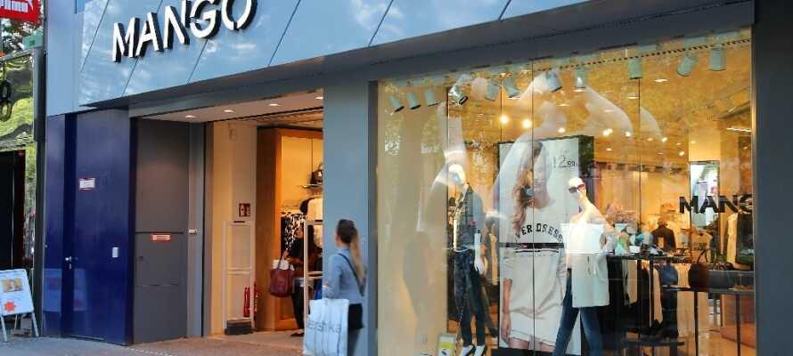 Kurfürstendamm er et bra sted for shopping med utallige butikker, kaféer og restauranter så langt øyet rekker.