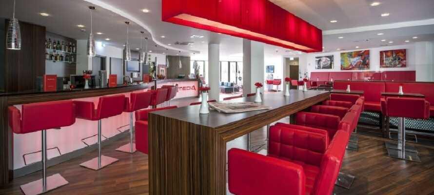 På hotellet kan dere nyte en god og variert frokostbuffet, samt spennende retter i restauranten El Dorado om kvelden.