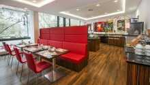 Restauranten danner hyggelige rammer for måltidene deres under oppholdet i Berlin