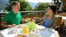 Starta dagen på bästa sätt och njut av en god frukost i trevliga omgivningar.