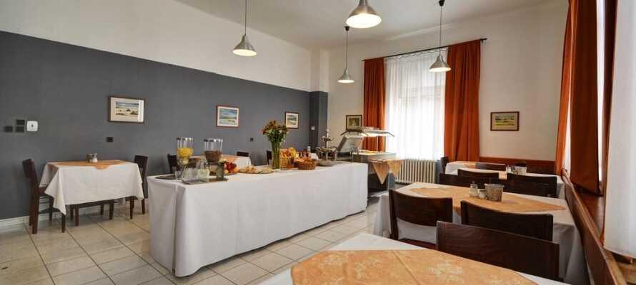 Etter en lang dag med opplevelser i Praha kan dere nyte autentiske tsjekkiske delikatesser og øl i hotellets restaurant.