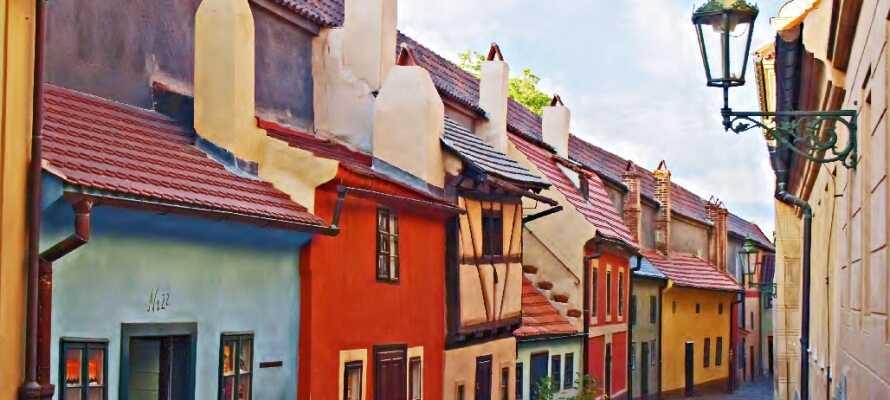 Upplev det färgglada området kring Kafkas hus.
