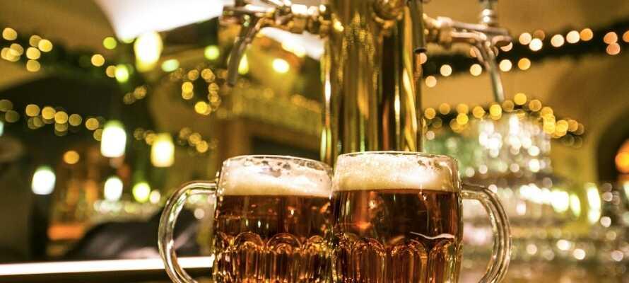 Gör en dagsutflykt till Plzen, där Pilsner Urquell-bryggeriet ligger och där ni kan provsmaka på plats.