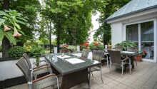 Den dejlige terrasse I kan nyde om sommeren