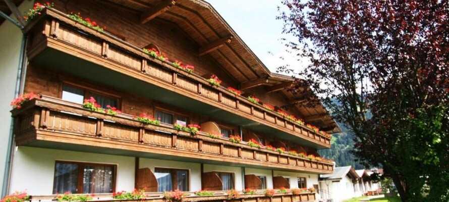 Bo i populära Zillertal, som inbjuder till vandringsturer i den vackra naturen vid de Österrikiska alperna.