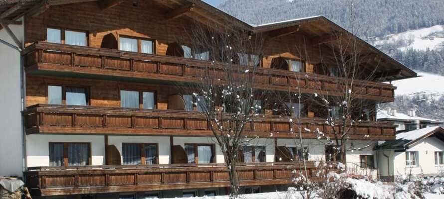 Hotellet ligger i naturskjønne omgivelser i de østerrikske Alpene.