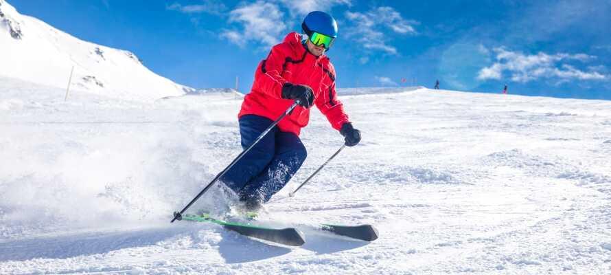 Prøv ski eller snowboarding – her er mange muligheder.
