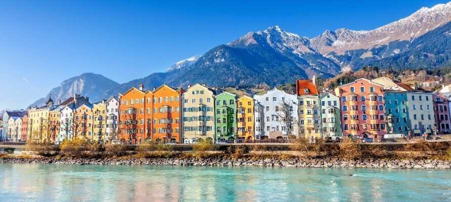 """Dra på spennende utflukter og besøk f.eks. den vakre byen Innsbruck, også kjent som """"Alpenes hovedstad""""."""