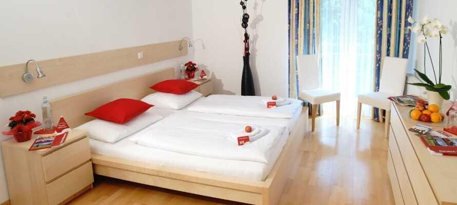 Die einladenden Zimmer des Hotels bieten einen schönen, komfortablen Ausgangspunkt für Ihren Aufenthalt zwischen den Alpen.