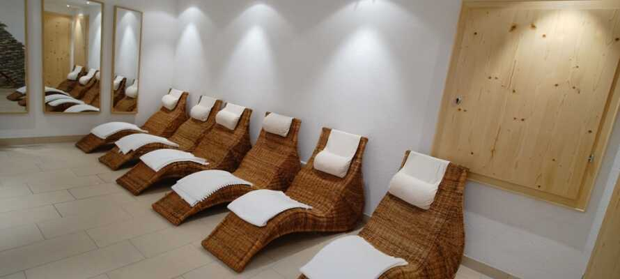 Hotellets nya wellnessområde har finsk bastu, ångbad, aromaterapi och ett stort sittutrymme med solstolar.